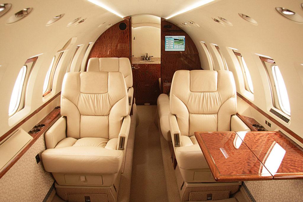 арендовать самолет Hawker Beechcraft 700