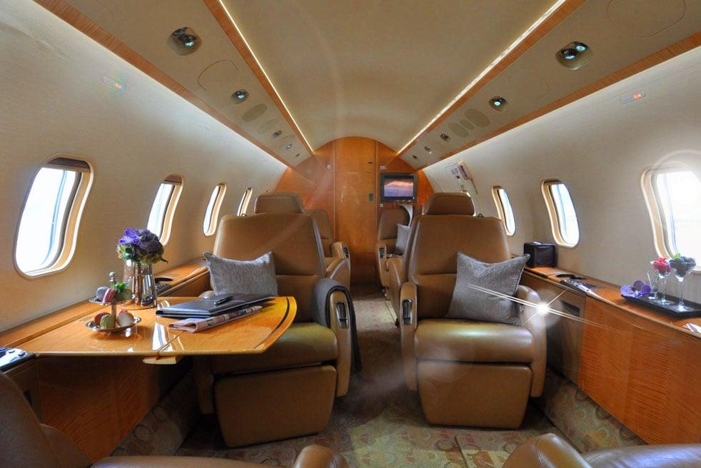 арендовать самолет Bombardier Challenger 300