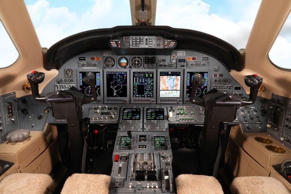 кабина самолета Cessna Citation X